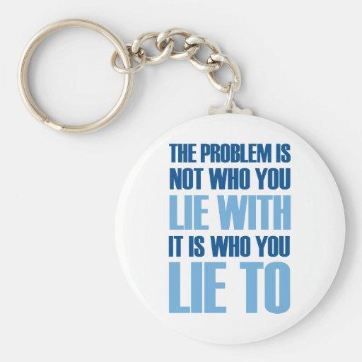Mentira con mentira a llaveros