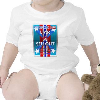 Mentiroso contra lleno traje de bebé