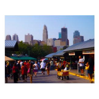 Mercado de la ciudad y horizonte céntrico de postales
