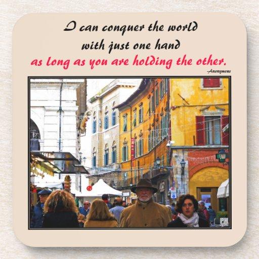 Mercado de Pisa en callejón con cita del amor Posavasos De Bebida
