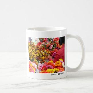 Mercado de sábado tazas de café