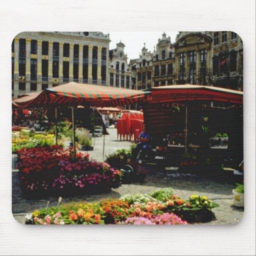 Mercado rosado de la flor en la plaza principal, B Alfombrillas De Ratones