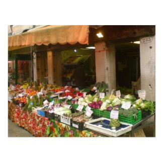 Mercado vegetal en la postal de Venecia Italia