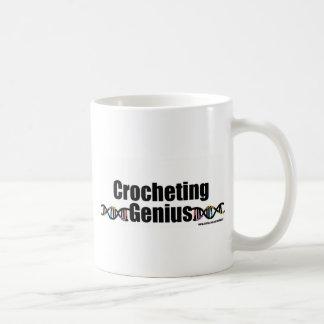 Mercancía Crocheting de la DNA del genio Taza Clásica