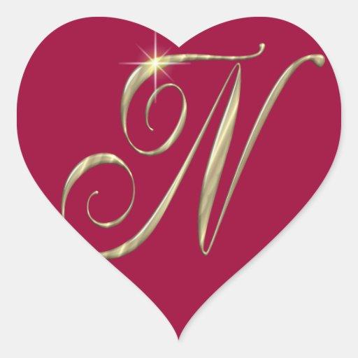 Mercancía de las iniciales del monograma N del oro Pegatina En Forma De Corazón