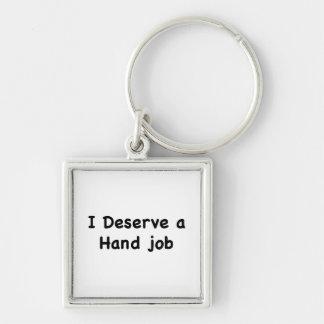 Merezco un trabajo de la mano llavero cuadrado plateado