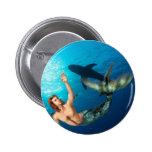 Merman con el botón del tiburón pin