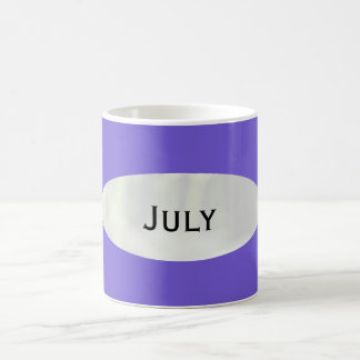 Mes de la taza de café azul de la pizarra de julio