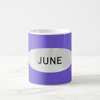 Mes de la taza de café azul de la pizarra de junio