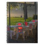 Mesa de comedor y sillas por el río Danubio, Libretas Espirales
