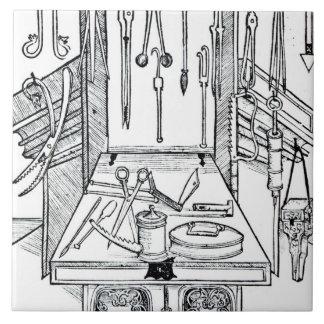 Mesa de operaciones e instrumentos quirúrgicos, de azulejo cuadrado grande