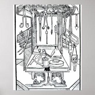 Mesa de operaciones e instrumentos quirúrgicos, de póster