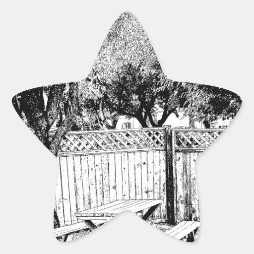Mesa de picnic en el camping calcomanía forma de estrellae