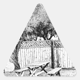 Mesa de picnic en el camping pegatina triangular