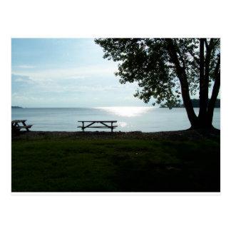 Mesa de picnic escénica tarjeta postal