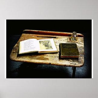 Mesa del vintage - escritorio del estudiante posters