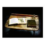 Mesa del vintage - escritorio del estudiante postal