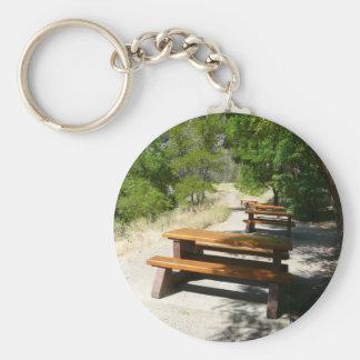 Mesas de picnic en el parque llavero personalizado