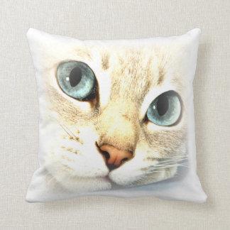 mesmerEYES del gato Cojin