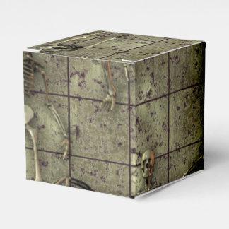 Metal aherrumbrado con los esqueletos cajas para regalos de boda