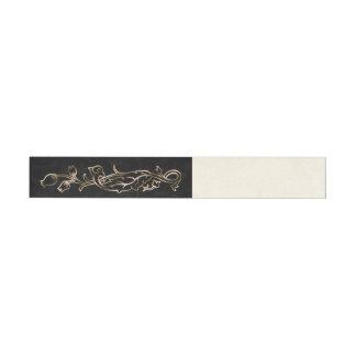 Metal de color de ante y abrigo floral negro