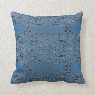 Metal de Swirly y cielo azul Almohadas