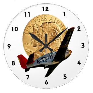 Metal de Tuskegee del honor/del avión de cola rojo Reloj Redondo Grande