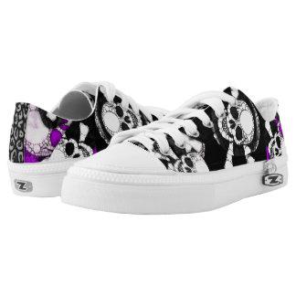 Metal negro púrpura del cráneo zapatillas