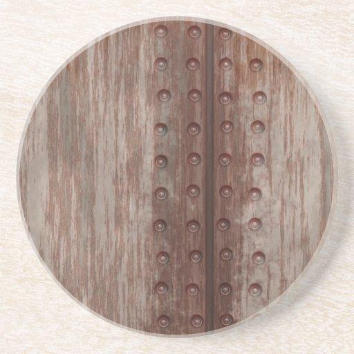 Metal oxidado clavado sucio posavasos diseño