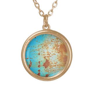 Metal oxidado con la pintura rasguñada azul grimpola