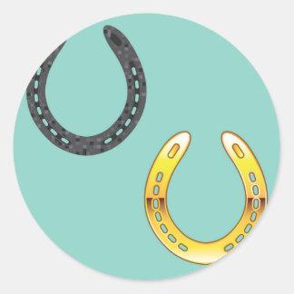 Metal y herraduras de oro pegatina redonda
