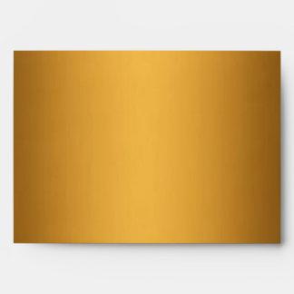 Metálico del oro alineado con las rayas blancos y  sobre
