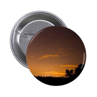 Meteorito en la puesta del sol pins