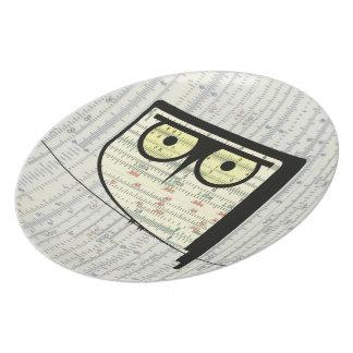 Metric Owl Plate