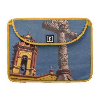 México, Bernal. Vista de Iglesia de San Sebastián Fundas Para Macbooks