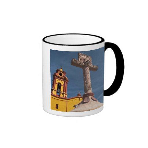 México, Bernal. Vista de Iglesia de San Sebastián Tazas De Café