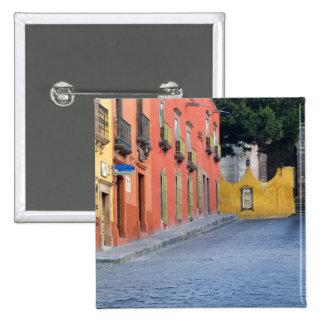 Mexico, San Miguel de Allende, Homes along Pinback Button