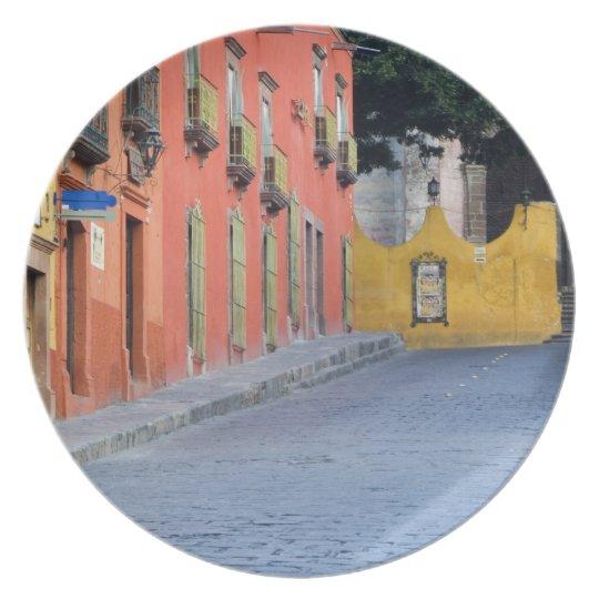 Mexico, San Miguel de Allende, Homes along Plate