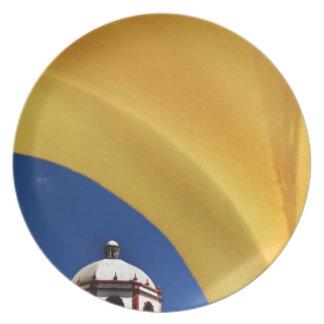México, San Miguel de Allende. Iglesia enmarcada Platos De Comidas
