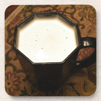 Mezcla blanca oscura del chocolate caliente posavasos