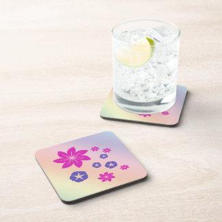Mezcla floral simple con armonía del color posavasos de bebida