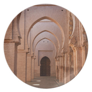 Mezquita arruinada y en parte restaurada del now platos de comidas