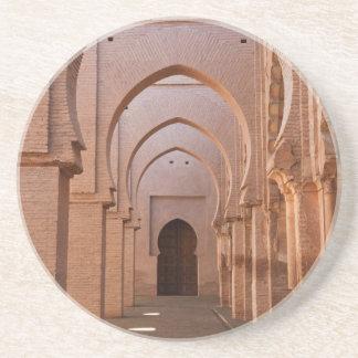 Mezquita arruinada y en parte restaurada del now posavaso para bebida