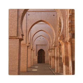 Mezquita arruinada y en parte restaurada del now posavasos de madera