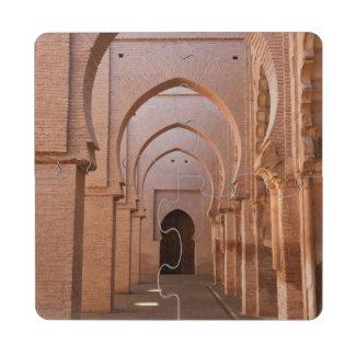 Mezquita arruinada y en parte restaurada del now posavasos de puzzle