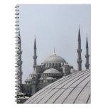 Mezquita azul con la curva de la bóveda principal spiral notebooks