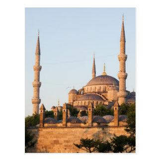 Mezquita azul en la salida del sol postales