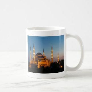 Mezquita azul en la taza crepuscular