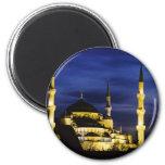 Mezquita de Yeni Valide en la noche Iman De Nevera