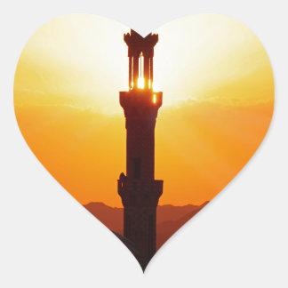 mezquita en la puesta del sol calcomanía corazón